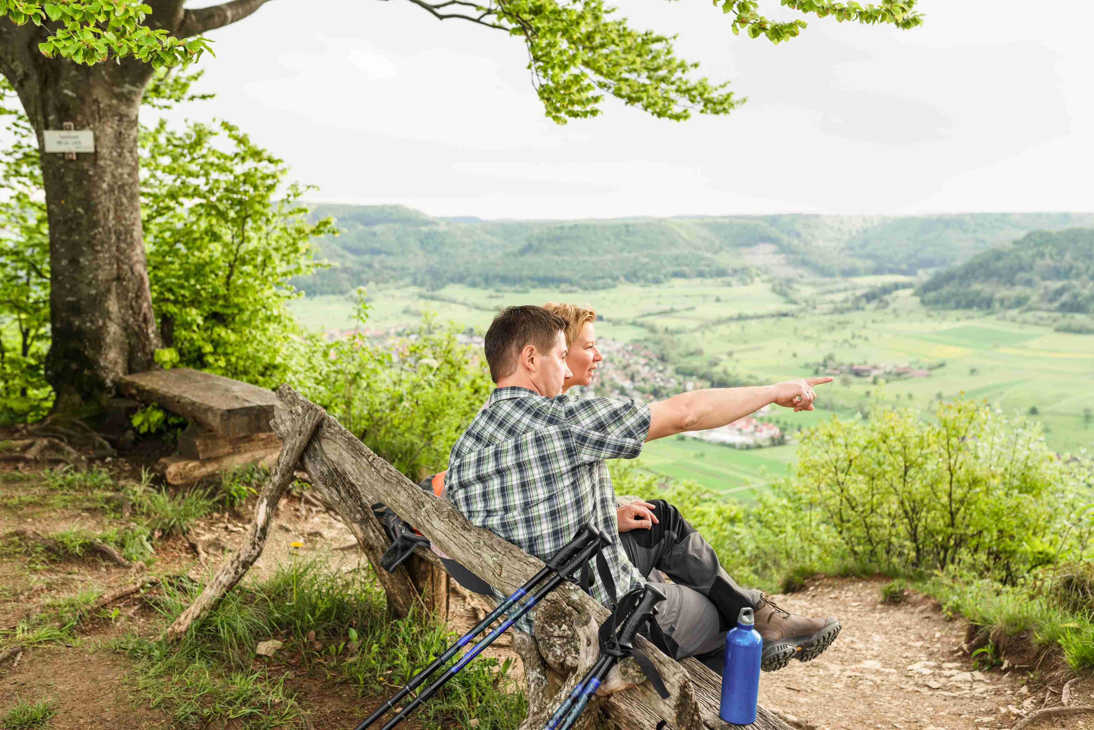 Aussichtsrast am Mössinger Früchtetrauf (Foto: Corinna Spitzbarth)