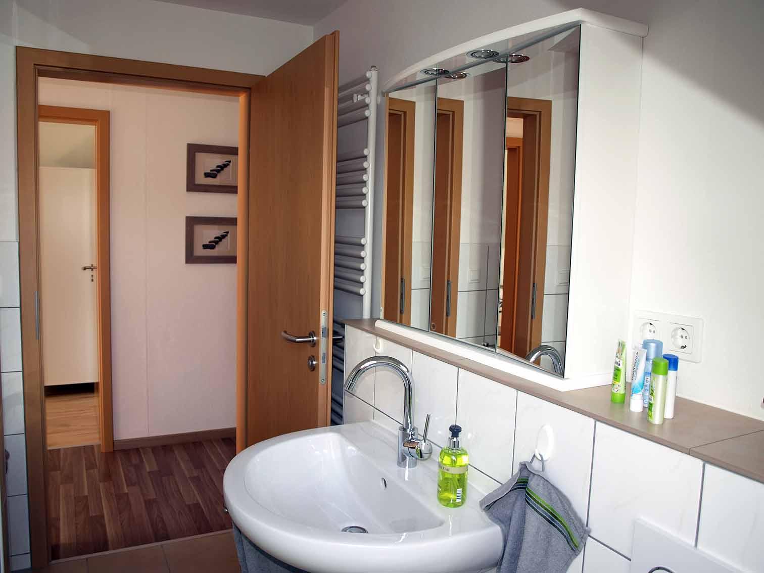 Badezimmer mit Flur