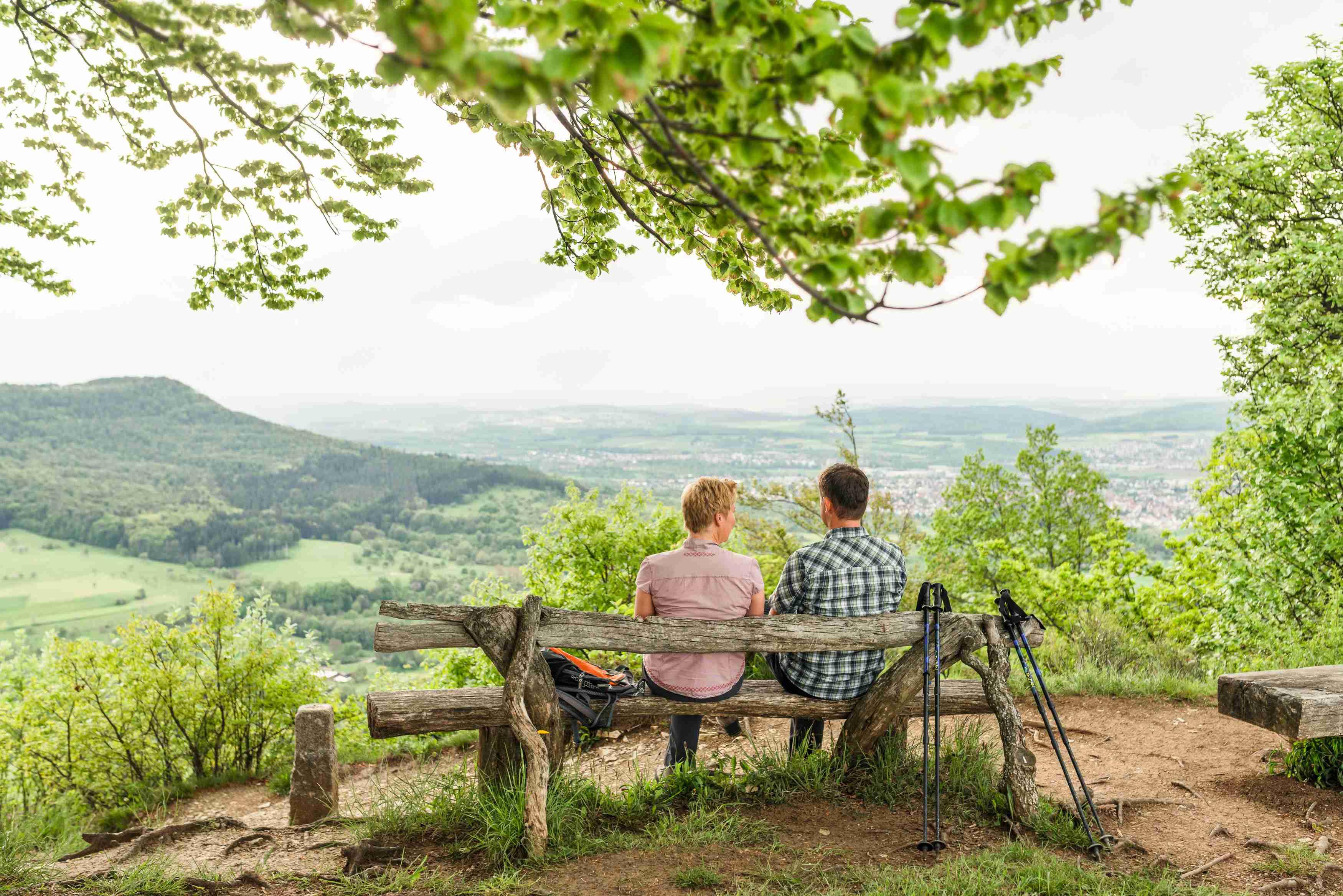 Aussichtsvolle Pause am Mössinger Früchtetrauf (Foto: Corinna Spitzbarth)