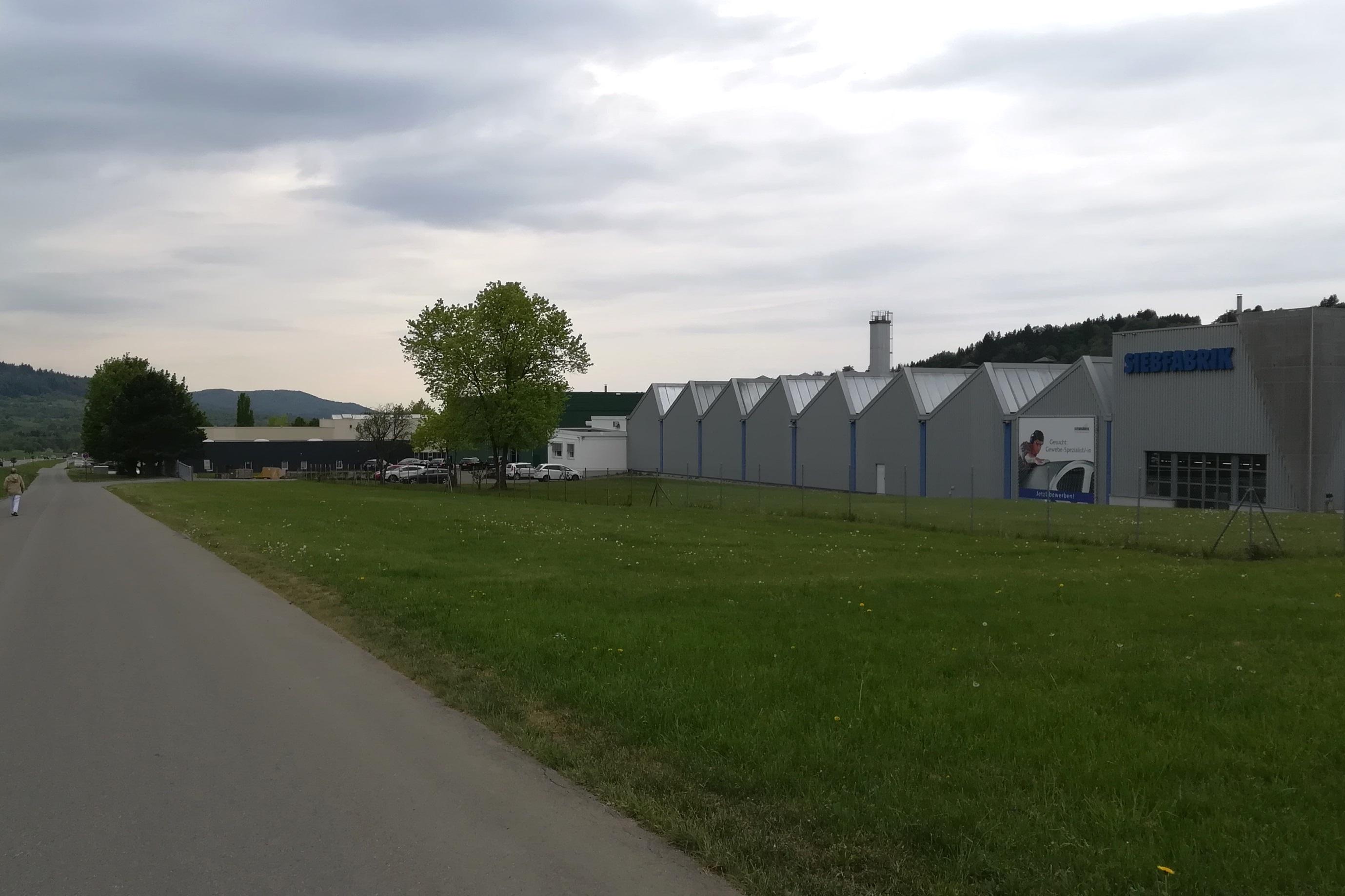 Flächen und Gebäude im Gewerbegebiet Braike in Oeschingen