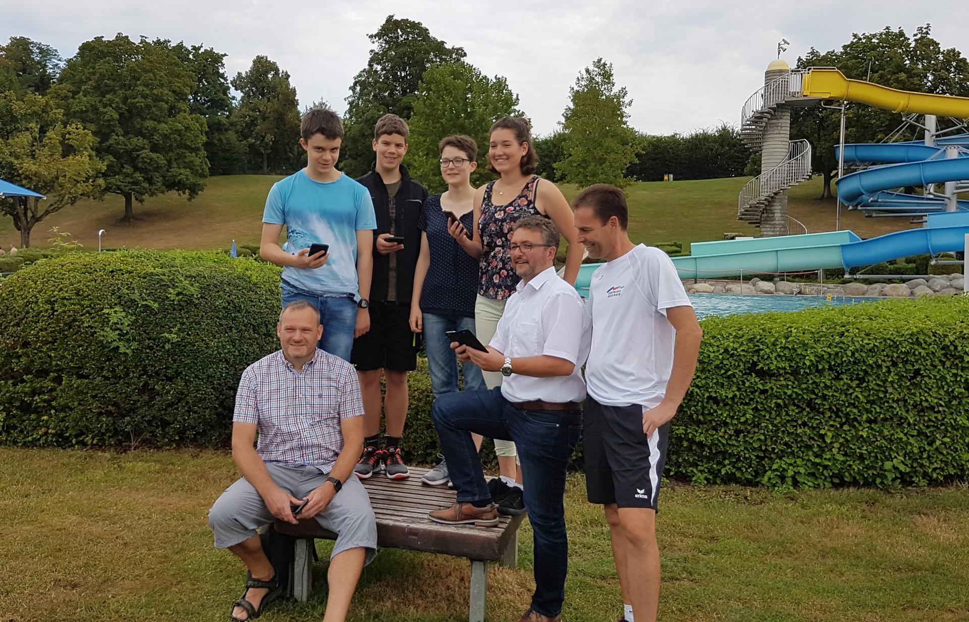Gruppenfoto Gruppe Freifunk mit OB Bulander und Herrn Bauer