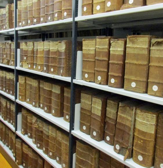 Regalmeterweise Inventuren und Teilungen im Archiv