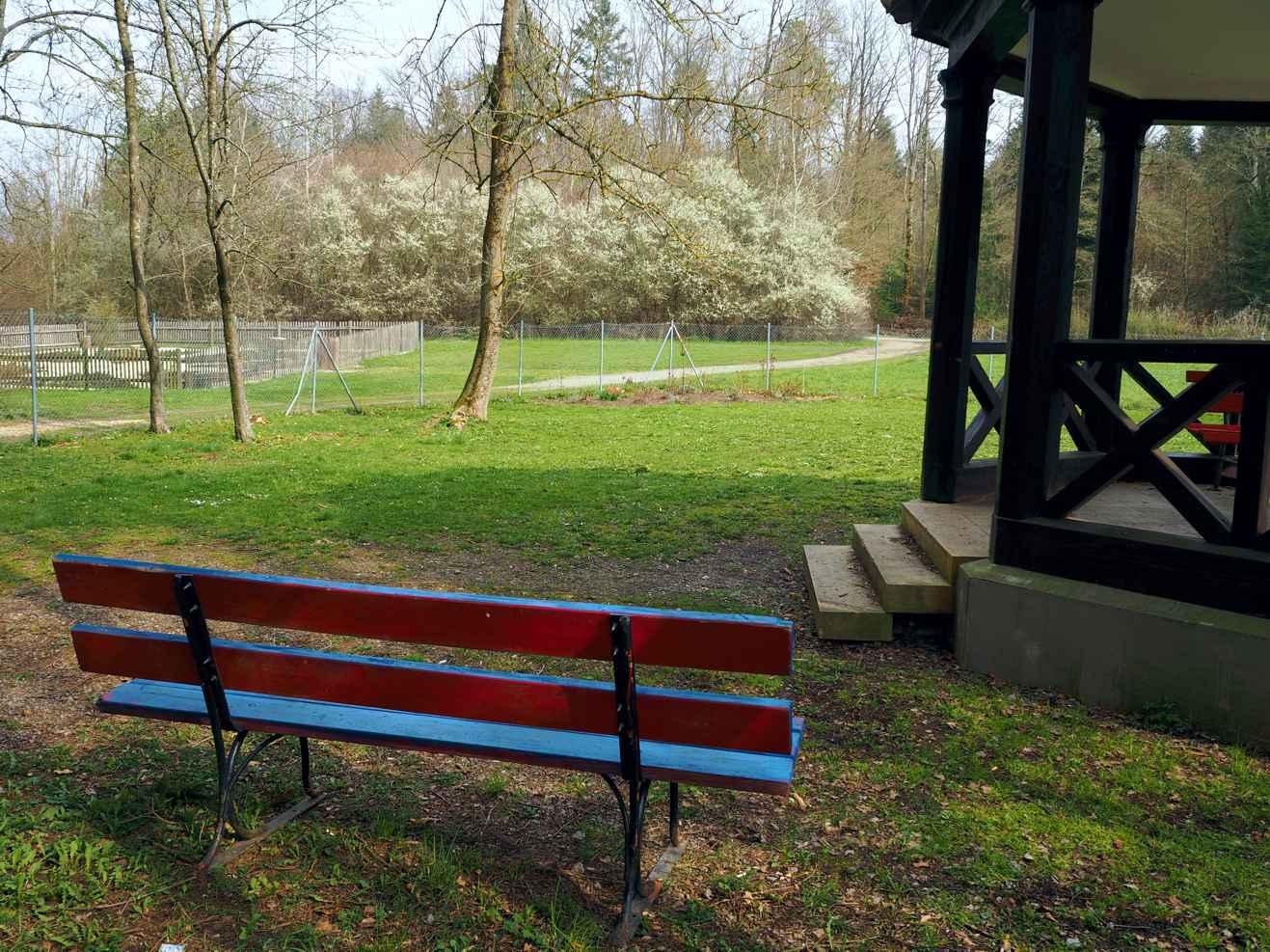 Am Trinkpavillon der Schwefelquellen von Bad Sebastiansweiler