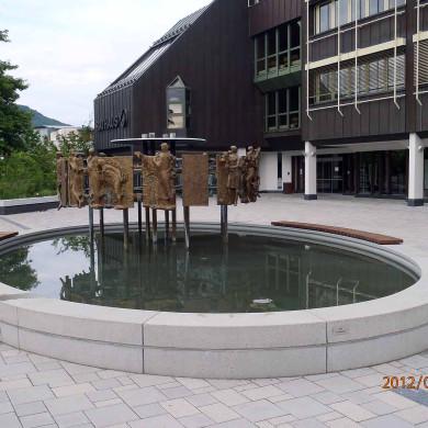 Mössingen Rathaus mit Brunnen