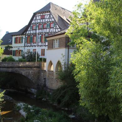 Blick auf das Alte Rathaus mit Steinlach