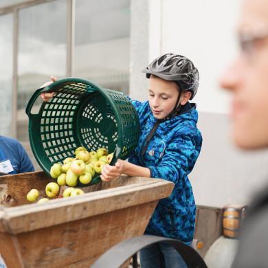 Saftherstellung beim Mössinger Apfelfest