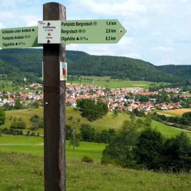 Dreifürstensteig-Wegweiser oberhalb Talheims