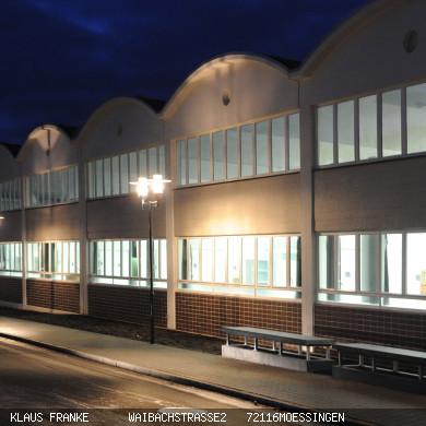 Ansicht Tonnenhalle bei Nacht Foto Franke