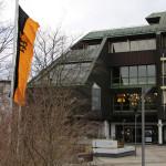 Das Mössinger Rathaus beflaggt mit der Landesflagge zur Landtagswahl