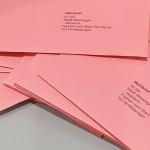 Ein Stapel mit Briefwahlumschläge