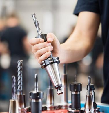 Symbolbild Wirtschaft - Werkzeuge in einer Firmenhalle