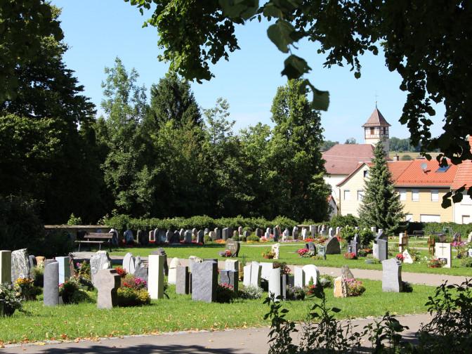 Blick auf den Friedhof in Öschingen