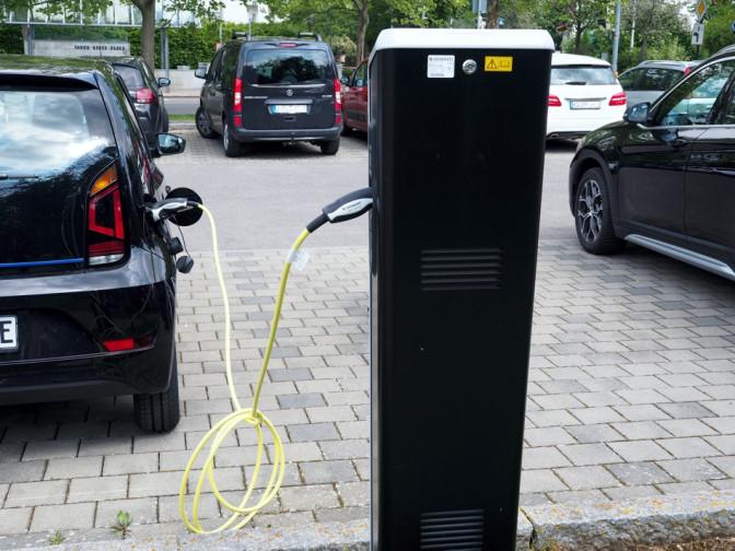 "E-Ladesäule am Parkplatz ""Gottlieb-Rühle-Schule"""